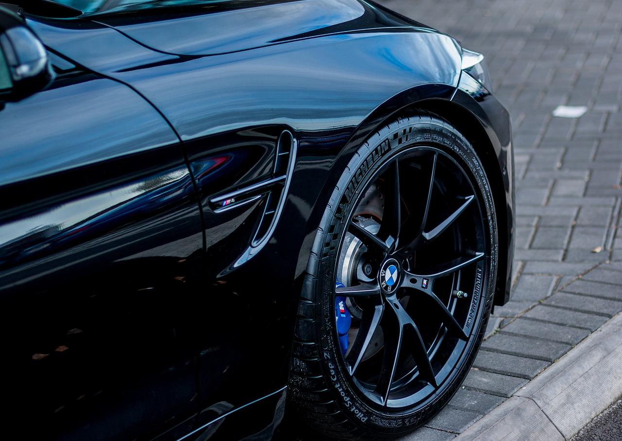 Jak skutecznie usunąć rysy z lakieru BMW?