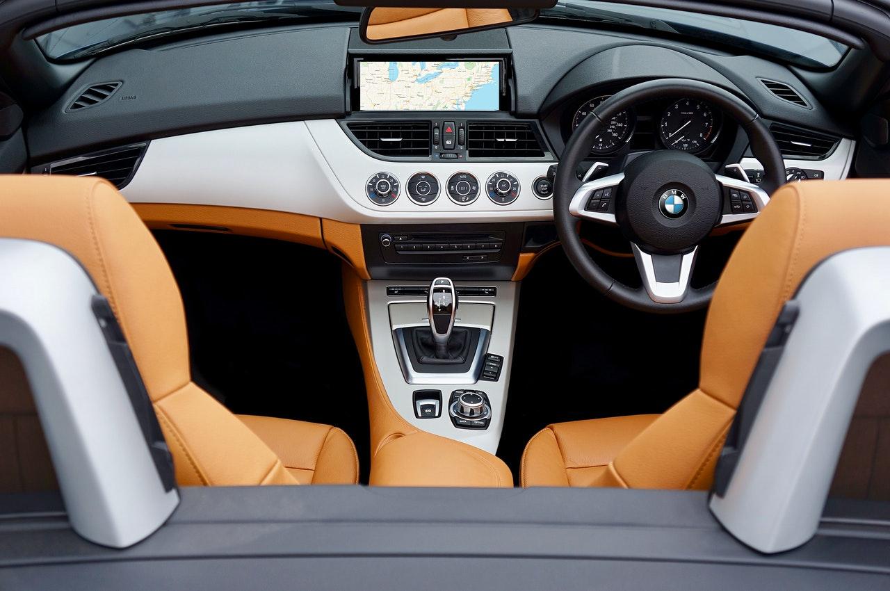 Pielęgnacja skórzanej tapicerki w samochodach BMW